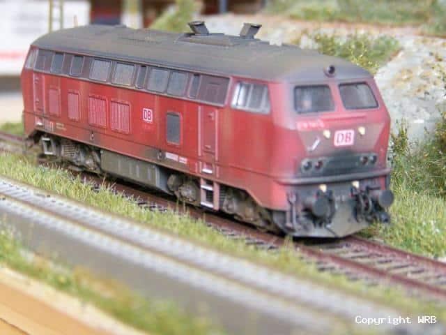 BR 218 141 Basismodell Roco mit Dachhutzen, Bahnräumer, zusätzlichen UIC Dosen, Schläuchen