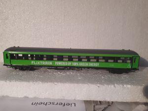 FLIXTRAIN Powered by 100% Green Energy Model 1:100 Märklin